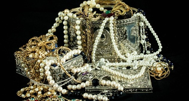 Over The Last Decades Americans Started To Take Much More Interest In Antiques General And Especially Antique Jewelry But Before You Start Digging